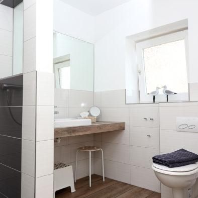 Badezimmer der Ferienwohnung Achtern Diek