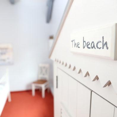 """Schrank """"The Beach"""" der Ferienwohnung Buernsuite"""