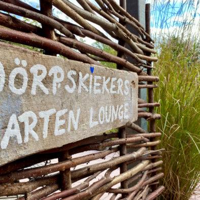 Schild Dörpskiekers Gartenlounge