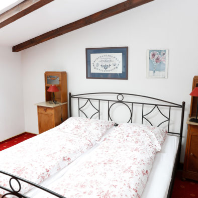 Schlafzimmer der Ferienwohnung Sperlings Bus