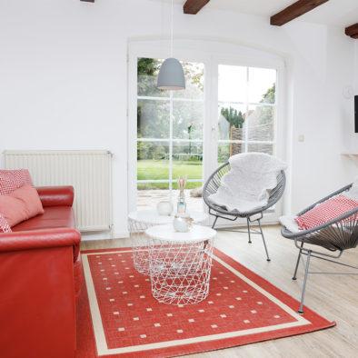 Wohnzimmer und Terrasse der Ferienwohnung Landleev